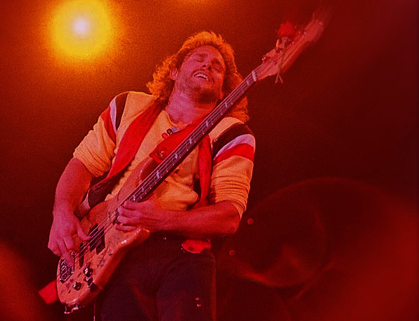 Michael Anthony plays bass under the lights of the stage