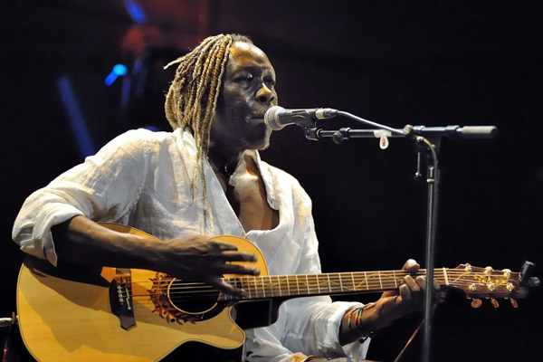 Geoffrey Oryema performing live on guitar