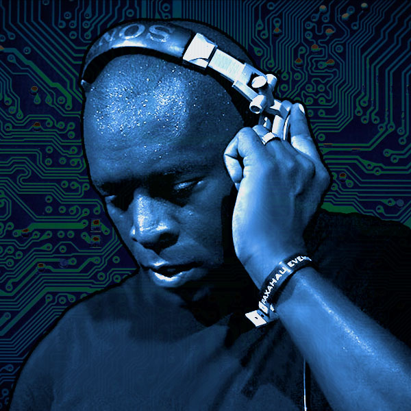 Kevin Saunderson deep in the mix, with trademark headphones