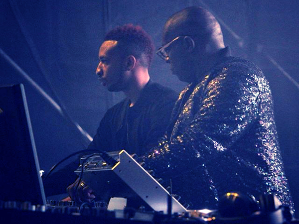 Kevin Saunderson mixing it up live